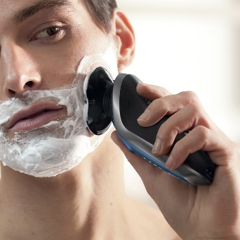 Shaving with Philips Norelco 8900